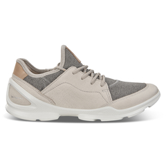 ECCO BIOM STREET. Outdoor Shoe